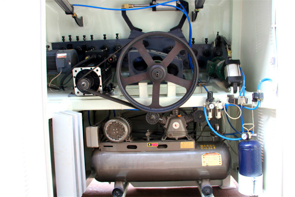 CNC-trådböjningsmaskin4
